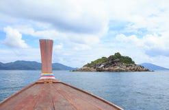 La vue du nez du bateau de longue queue à Lipe voient et des îles, Thaïlande Photo stock