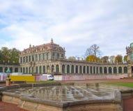 La vue du palais Zwinger à Dresde images stock
