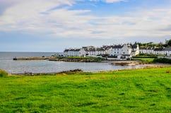 La vue du port et la ville mettent en communication Charlotte sur l'île d'Islay Image libre de droits