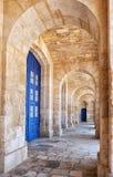 La vue du portique a couvert la terrasse colonnaded de la Malte Marit Images libres de droits