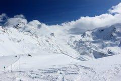 La vue du Rothorn 3.103 m présente les sommets les plus élevés des Alpes suisses Le Valais, Switzerland Photographie stock