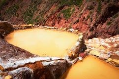 La vue du sel s'accumule, Maras, Cuzco, Pérou Photographie stock libre de droits