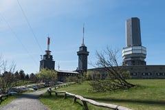 La vue du sommet du grand Feldberg dans le Taunus avec la tour de vue et la TV dominent, Hesse, Allemagne Photo stock