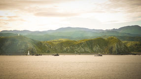 La vue gentille avec la montagne naturelle sur la croisière du nord au sud Nouvelle Zélande/paradis place le Nouvelle-Zélande photo stock