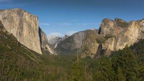 La vue iconique de tunnel de Yosemite, la Californie photographie stock libre de droits