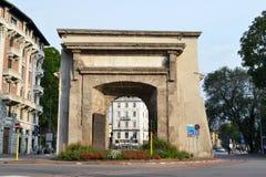 La vue interne à la porte Porta Romana de ville antique de Milan a inauguré en 1596 photographie stock