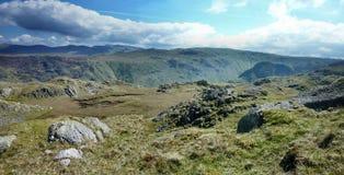 La vue large regardant au-dessus de Langstrath de Rosthwaite est tombée Images libres de droits