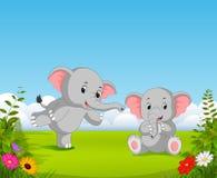 La vue naturelle avec l'éléphant gris du bébé deux jouant ensemble dans le jardin illustration de vecteur