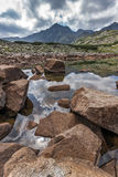 La vue panoramique étonnante des lacs Musalenski et le Musala font une pointe, montagne de Rila Photographie stock libre de droits