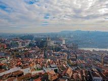 La vue panoramique aérienne de Porto avec le Se carrelé rouge de cathédrale de Porto de dessus de toit font Porto au Portugal, de photographie stock libre de droits