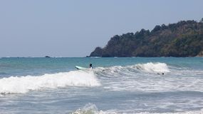 La vue panoramique de la plage de parc national de Manuel Antonio en Costa Rica, la plupart des belles plages dans le monde, surf Photographie stock