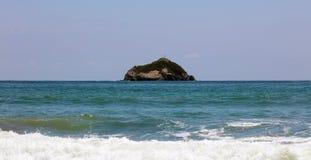 La vue panoramique de la plage de parc national de Manuel Antonio en Costa Rica, la plupart des belles plages dans le monde, surf Photo libre de droits