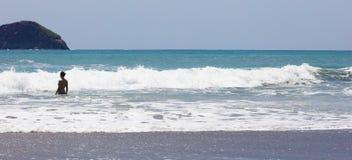 La vue panoramique de la plage de parc national de Manuel Antonio en Costa Rica, la plupart des belles plages dans le monde, surf image libre de droits