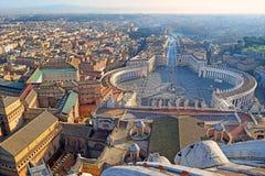 La vue panoramique de la vieille ville et le ` s de St Peter ajustent à Rome, Italie image stock