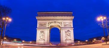 La vue panoramique de la voûte triomphale dans le début de la matinée, Paris, France photographie stock