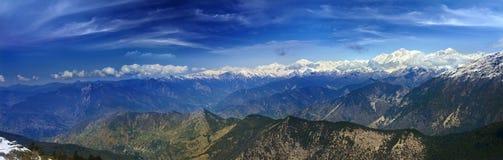 La vue panoramique du haut glacier a couvert des montagnes Images libres de droits