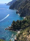 La vue panoramique scénique de la montagne et la mer à Amalfi marchent la Campanie Italie Photo libre de droits