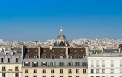 La vue panoramique sur les maisons parisiennes, Paris Photographie stock libre de droits