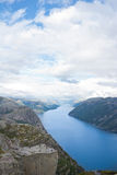 La vue preikestolen en fonction en Norvège Photos stock
