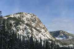 La vue scénique de nature de la neige a couvert le paysage de montagne de Rocky Summit Peak Photos libres de droits