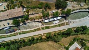 La vue supérieure aérienne de Fonserannes ferme à clef sur le canal du Midi d'en haut, point de repère d'héritage de l'UNESCO, Fr photo libre de droits