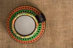 La vue supérieure d'un Egyptien coloré handcrafted le pot de poterie artistique photographie stock