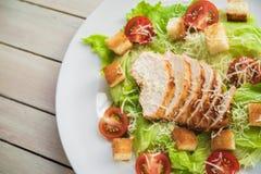 La vue supérieure de la salade cesar avec chiken photos libres de droits