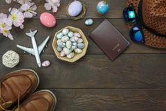 La vue supérieure de Tableau a tiré des vacances heureuses de Pâques de décoration Image libre de droits