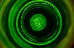La vue supérieure de la tasse en verre de liquide sur la table, se ferment  Photographie stock
