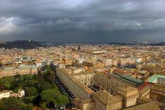 La vue supérieure du territoire de Vatican et le paysage romain du font Photographie stock libre de droits