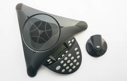 La vue supérieure a isolé le téléphone de conférence d'IP avec le haut-parleur portatif Photos stock