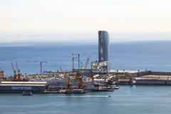 La vue supérieure sur le port maritime avec les bateaux de croisière le 9 mai 2010, Barcelone, Espagne Photos libres de droits