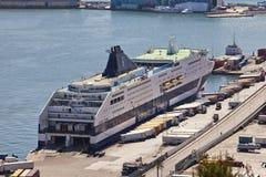 La vue supérieure sur le port maritime avec les bateaux de croisière le 9 mai 2010, Barcelone, Espagne Photographie stock libre de droits