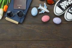 La vue supérieure a tiré des vacances heureuses de Pâques de décoration de disposition Images stock