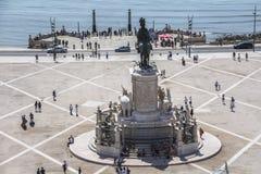 La vue sur la statue chez Praca font Comercio à Lisbonne photographie stock