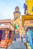 La vue sur le minaret médiéval de Madrasa d'Al-vacarme Ayyub, le Caire, Egypte de Najm d'Al-Salih image stock
