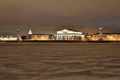 La vue sur le Strelka de l'île de Vasilyevsky de Peter et Images stock