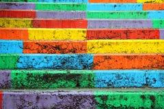 La vue sur les escaliers d'arc-en-ciel images stock