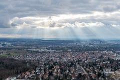La vue sur Stuttgart de tour de télévision en Allemagne Photographie stock libre de droits
