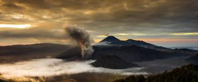 La vue très belle de la montagne volcanique a appelé le bâti Bromo Photo stock