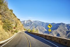 La vuelta aguda se fue firma adentro Yosemite el parque nacional, los E.E.U.U. Fotografía de archivo