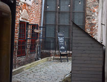 La yarda de una iglesia en Riga Imágenes de archivo libres de regalías