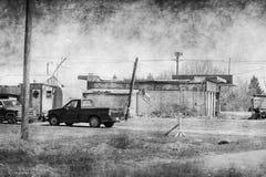 La yarda del borde de la carretera Eggs los posts de muestra Fotos de archivo libres de regalías