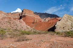 La Yesera地质结构,干燥小河,萨尔塔,阿根廷 免版税库存图片