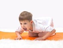 La yoga de los niños. Foto de archivo libre de regalías