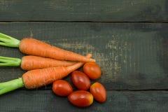 La zanahoria y el tomate frescos Foto de archivo