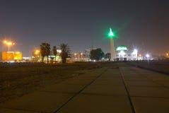 La zona commerciale vicina di Balad della moschea della spiaggia alla notte in Jedda, Arabia Saudita Fotografia Stock