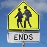 La zona della scuola conclude il primo piano del segno fotografie stock