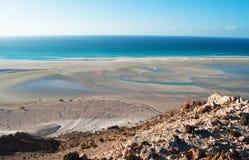 La zone protégée de la plage de Qalansia, de la lagune, des dunes de sable et des montagnes, île de Socotra, Yémen Images libres de droits