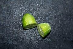La zucca dell'edera cutted i pezzi nel fondo nero fotografia stock